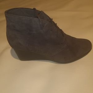 Clarks size 8M Leather Booties